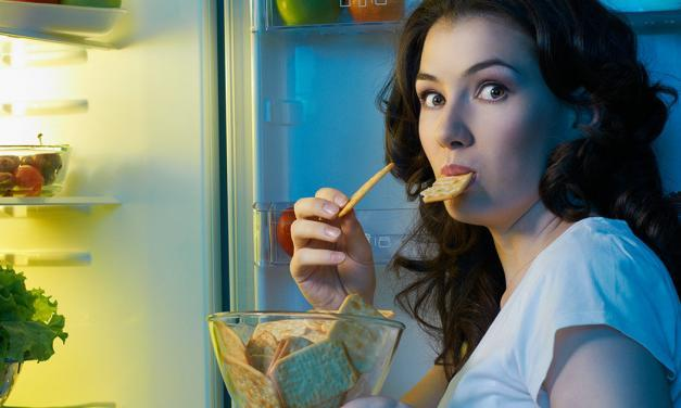 Why You're Still Feeling Hungry After Eating [And How to Stop It]